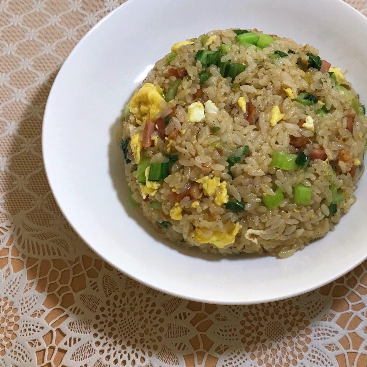 【あまった味噌ラーメンのタレで】小松菜と焼豚の炒飯