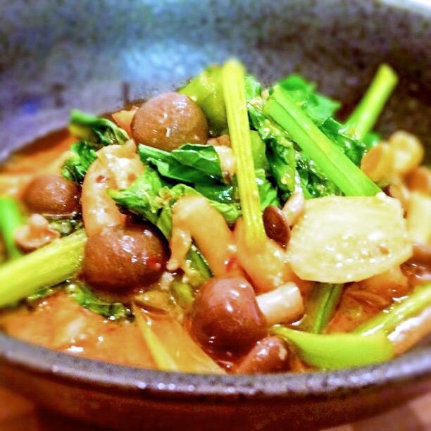 キノコと小松菜のピリ辛味噌炒め
